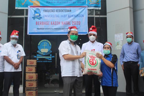 FK UHN Medan Berbagi Sukacita Jelang Natal 2020